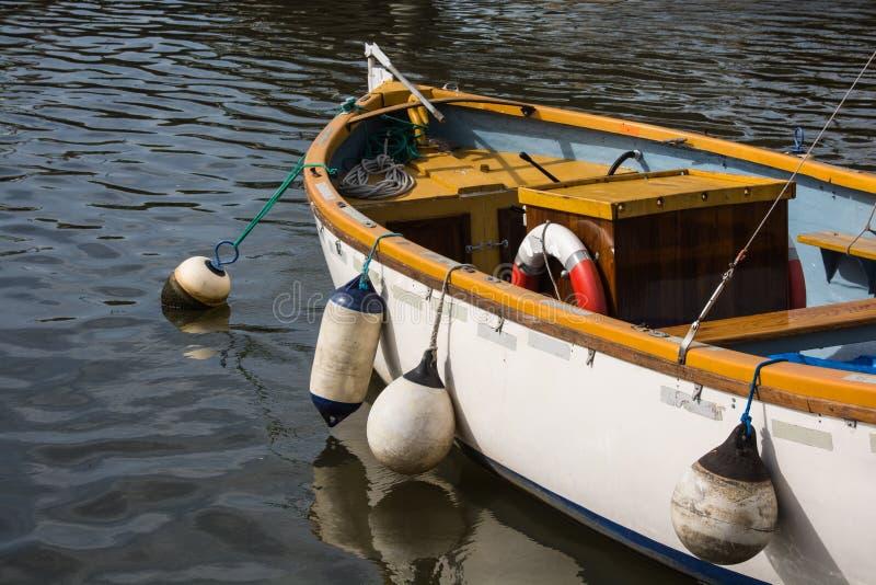 Kleine, open vissersboot royalty-vrije stock fotografie