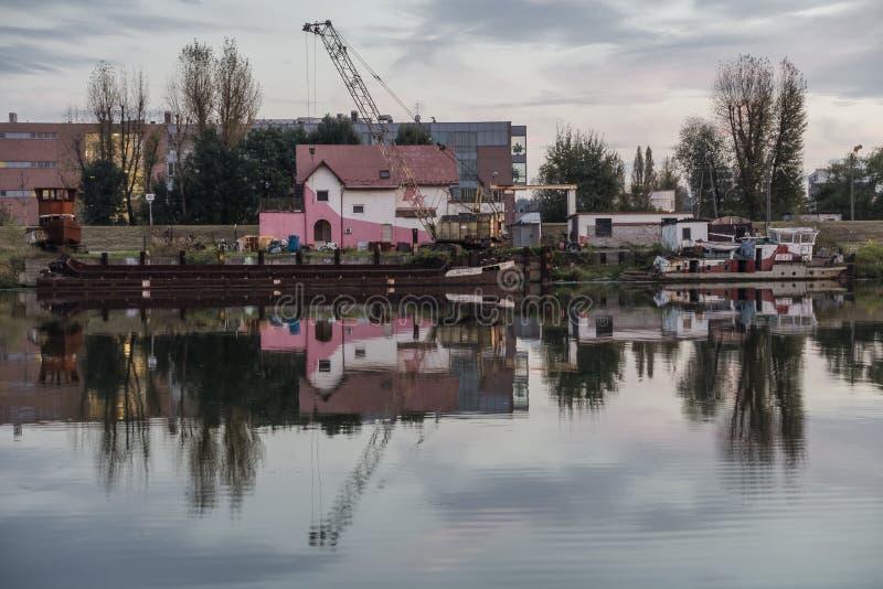 Kleine rivierhaven in Krakau stock foto's
