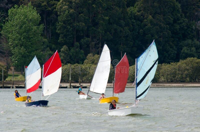 Kleine sailng Boote stockbilder