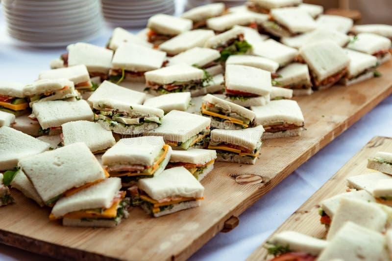 Kleine sandwichesvoorgerechten royalty-vrije stock afbeeldingen