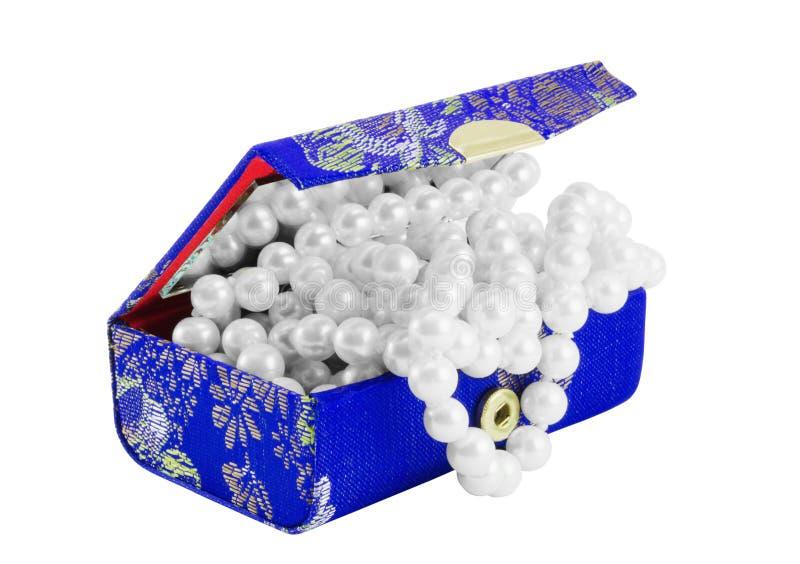 Kleine Schatulle mit Perlen lizenzfreie stockfotografie