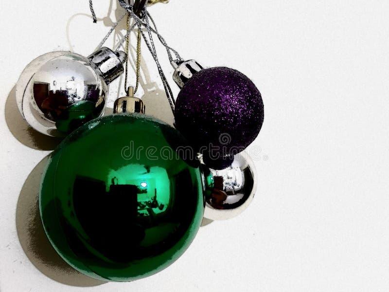 Kleine shinny kleurrijke Kerstmisballen royalty-vrije stock afbeelding
