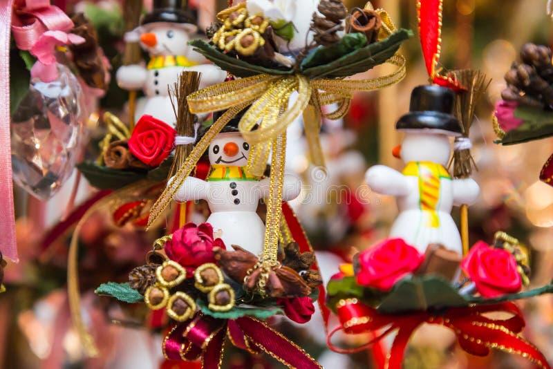 Kleine snowmans als giften en decoratie voor Kerstmis stock fotografie