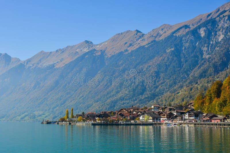 Kleine stad aan de meerkant van Brienz, Zwitserland royalty-vrije stock foto's