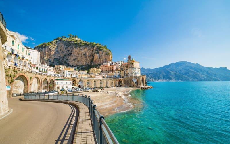 Kleine stad Atrani op Amalfi Kust, provincie van Salerno, Campania-gebied van Italië royalty-vrije stock fotografie