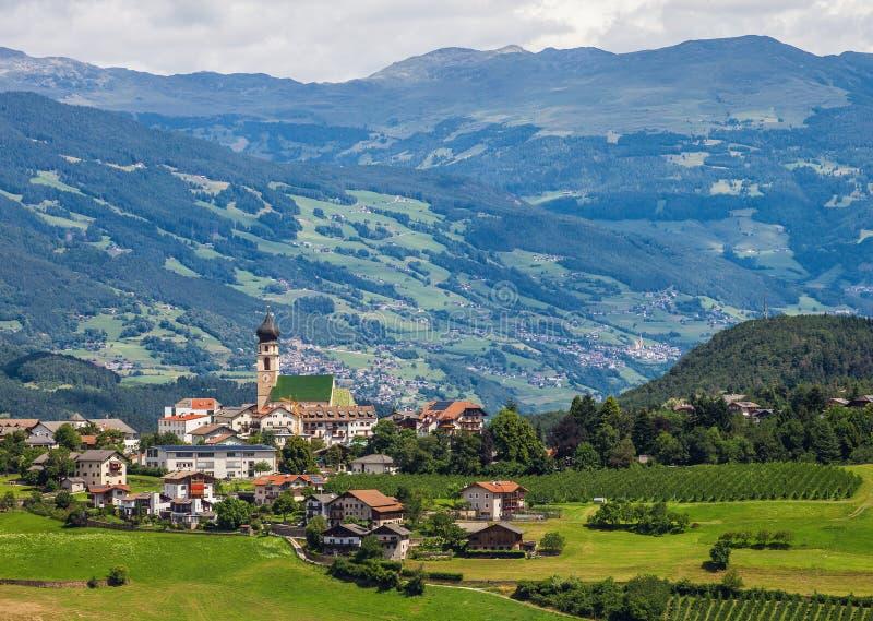 Kleine stad in Zuid-Tirol stock foto
