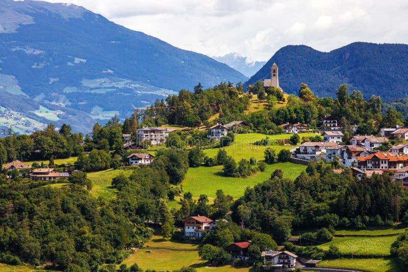 Kleine stad in Zuid-Tirol royalty-vrije stock afbeelding