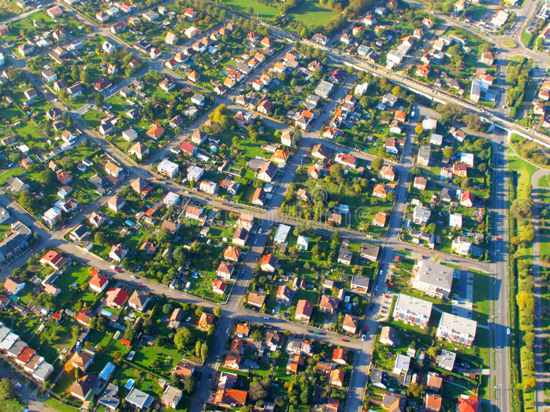 Kleine Stadt auf Vogelperspektive lizenzfreies stockfoto