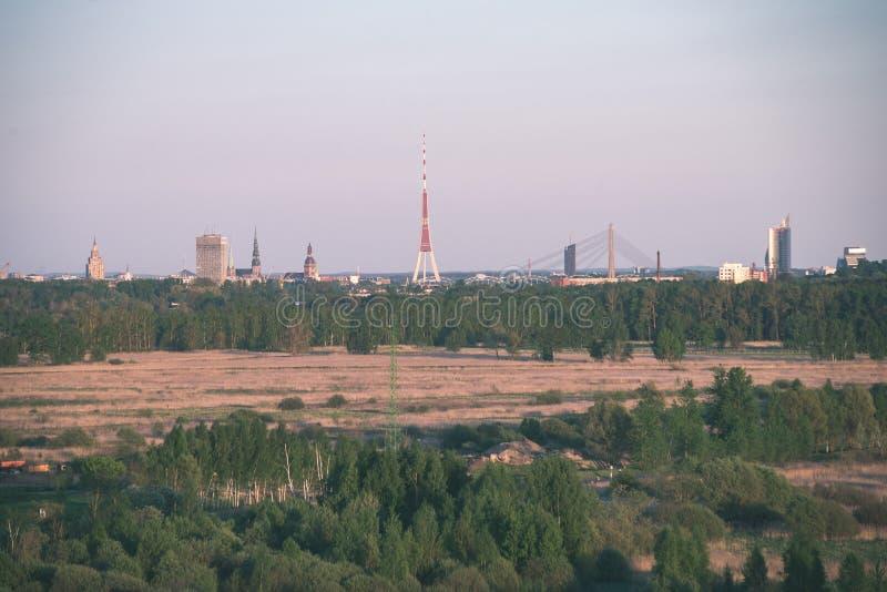 kleine Stadtansicht von oben genanntem - Retro- Blick der Weinlese stockbilder