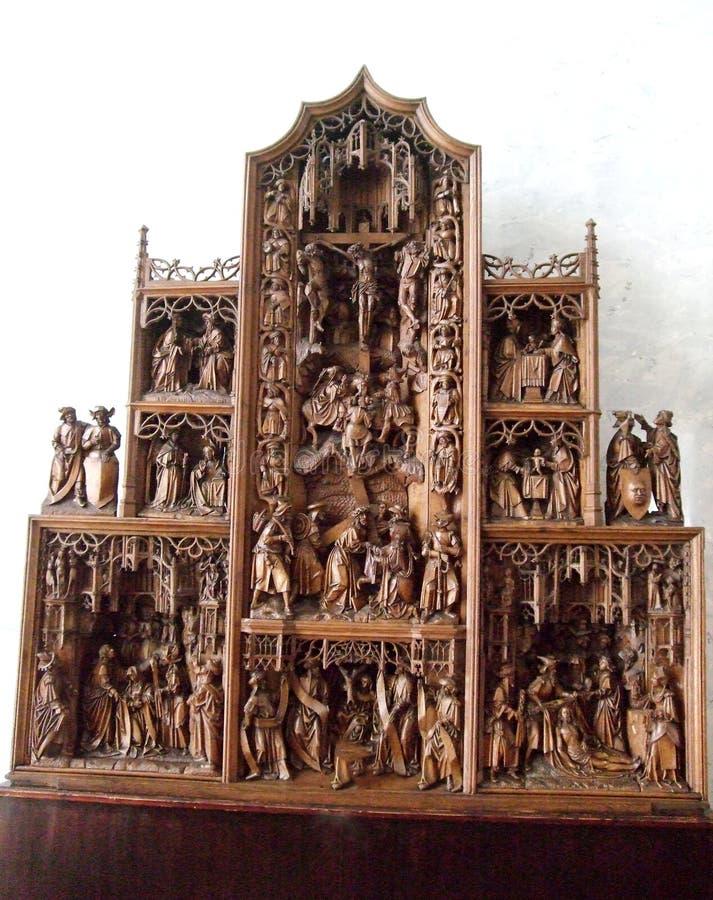 Kleine standbeelden in kluispaleis Heilige Peterburg stock foto's