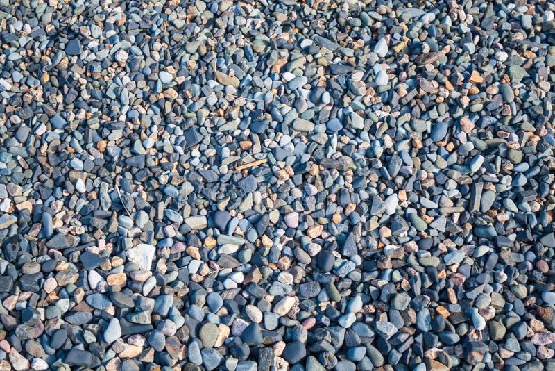 Kleine Steine auf dem Strand lizenzfreies stockbild