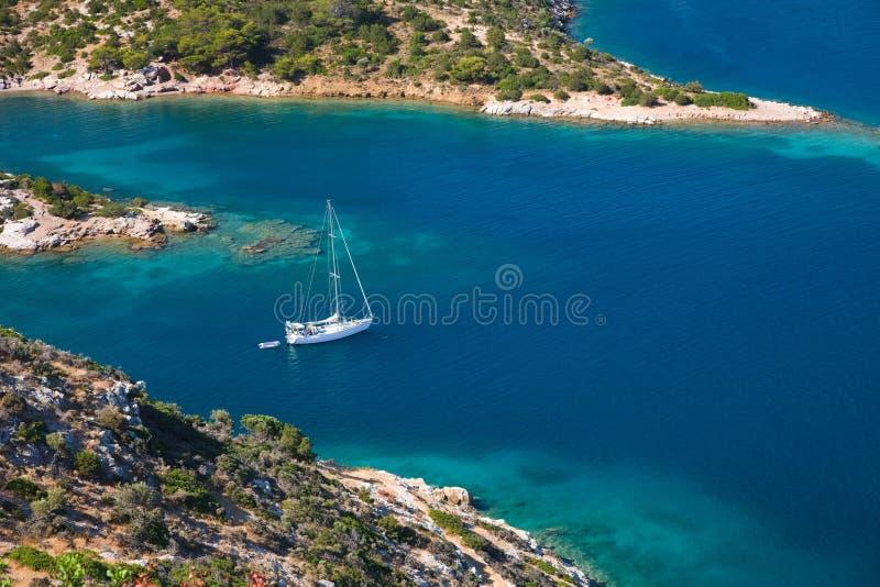 Kleine stille baai op eiland Poros royalty-vrije stock fotografie