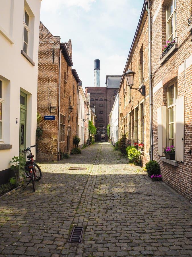 Kleine Straße im beguinage in Mechelen lizenzfreie stockbilder