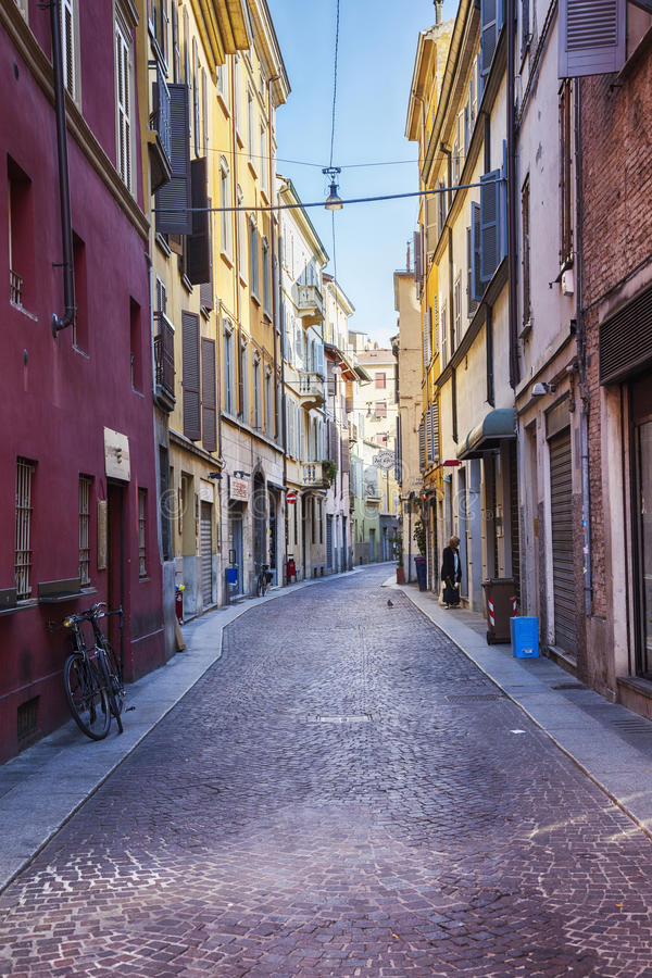 Kleine Straße in Parma, Italien, nahe Bolobna-Stadt stockbild