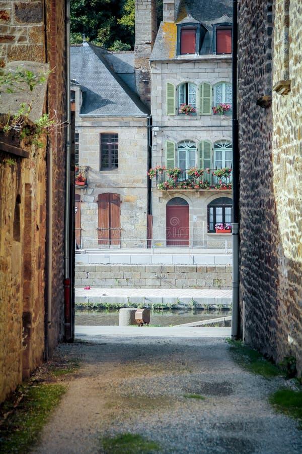 Kleine straat in de Haven van Dinan, Rivier Rance France jpg royalty-vrije stock foto