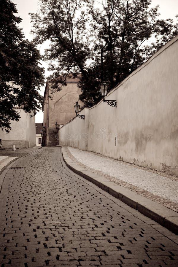 Kleine straat in Praag royalty-vrije stock foto's