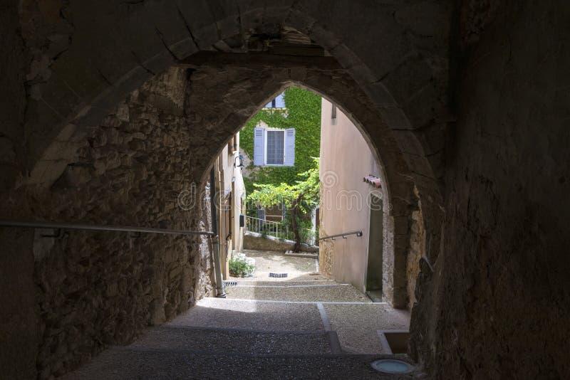 Kleine straat van heilige-Saturnin-les-Geschikt, Frankrijk royalty-vrije stock fotografie