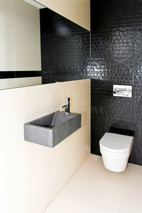 kleine toilette 2 stockfoto bild von wanne sch ssel 8660074. Black Bedroom Furniture Sets. Home Design Ideas