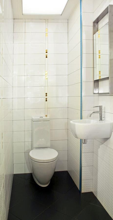 kleine toilette stockbild bild von wohn dekoration wanne 5860913. Black Bedroom Furniture Sets. Home Design Ideas