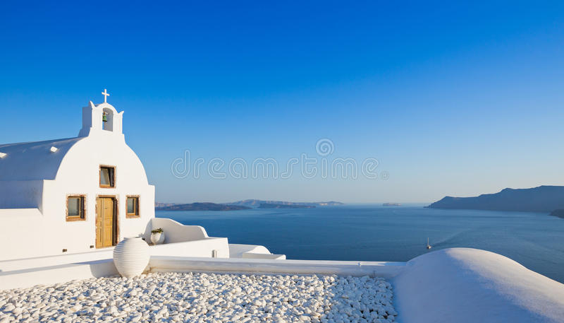 Kleine traditionelle griechisch-orthodoxe Kirche in Oia, Santorini lizenzfreies stockfoto
