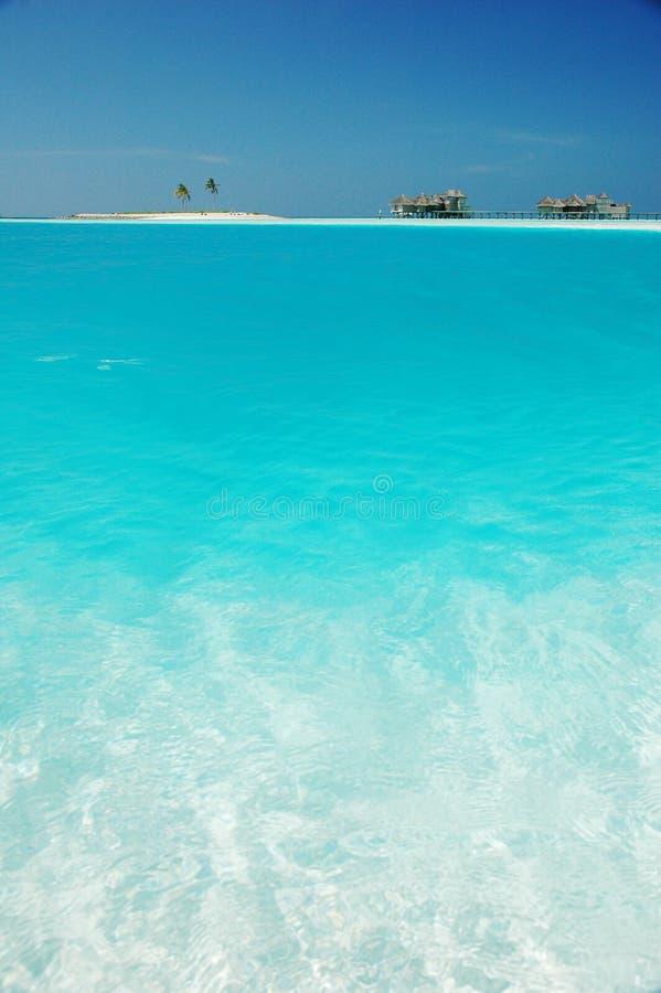 Kleine tropische eiland en strandruimten royalty-vrije stock foto