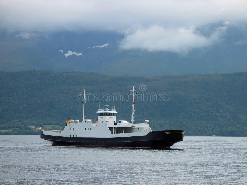 Download Kleine veerboot stock afbeelding. Afbeelding bestaande uit zwart - 293415