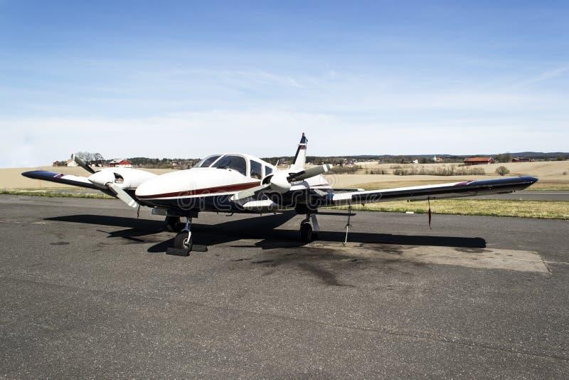 Kleine vliegtuigen - Cessna 310R royalty-vrije stock foto's