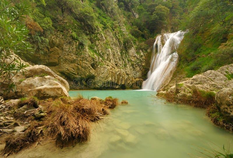 Kleine waterval in Polilimnio, Griekenland stock fotografie