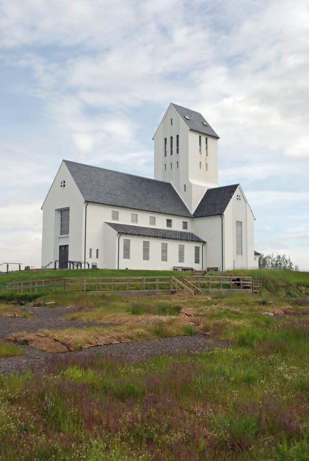 Kleine witte Ijslandse kerk royalty-vrije stock foto's