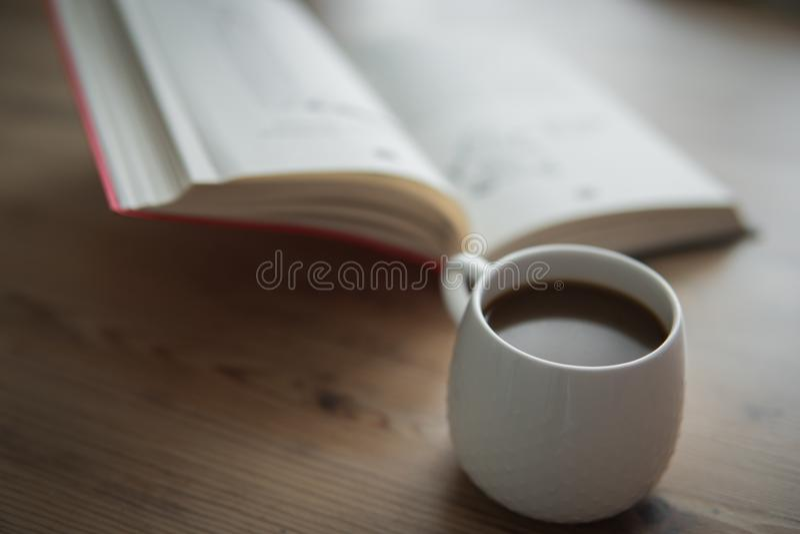 Kleine witte kop van koffie royalty-vrije stock fotografie