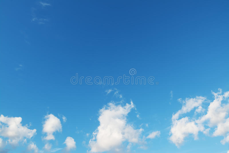 Download Kleine Wolken stock afbeelding. Afbeelding bestaande uit azuurblauw - 54081271