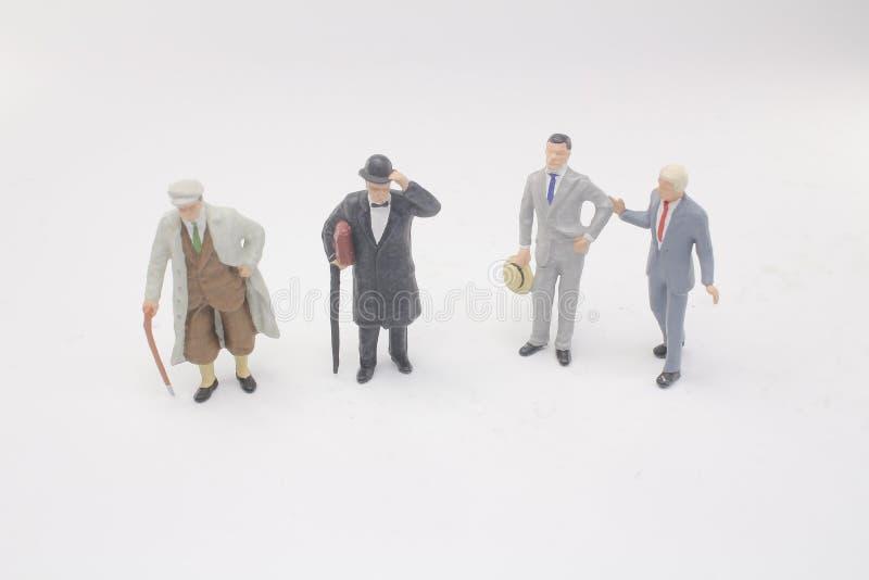 Kleine Zahl Geschäftsmannsitzung der Minileute stockfoto