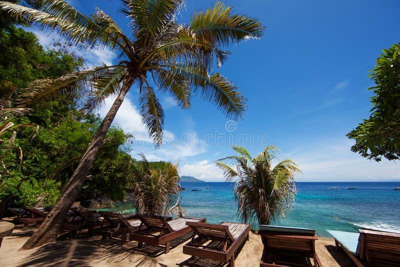 Kleiner aber schöner blauer Lagunenstrand nahe Padang auf Bali, Indon lizenzfreies stockbild
