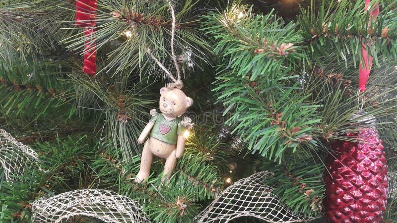 Kleiner Bär als Weihnachtsdekoration stockfotografie