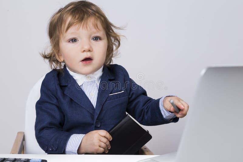 Kleiner Babygeschäftsmann stockfotografie