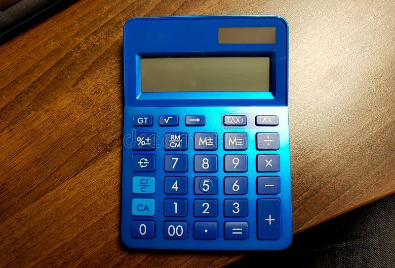 Kleiner blauer Taschenrechner stockfoto