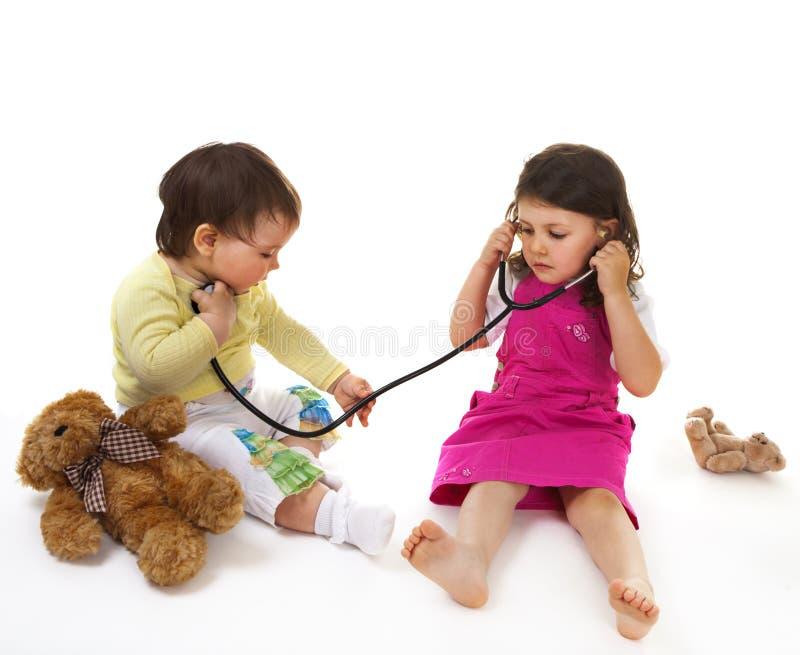 Kleiner Doktor und Patient stockfotos
