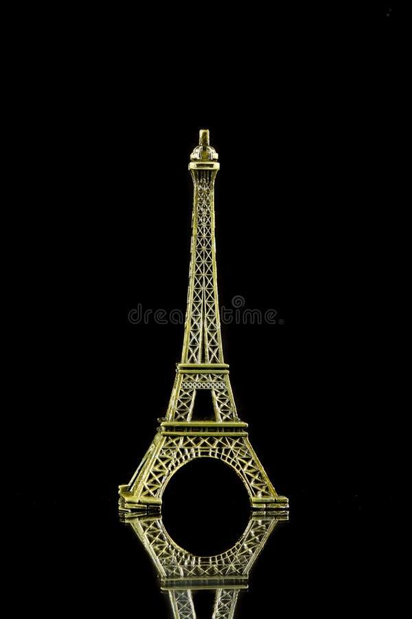 Kleiner Eiffelturm lokalisiert lizenzfreies stockbild