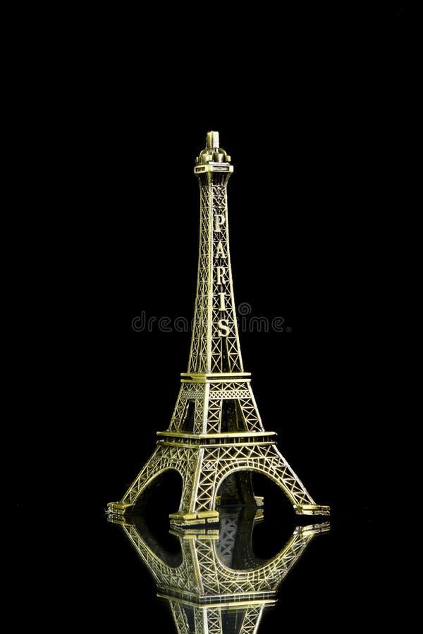 Kleiner Eiffelturm lokalisiert lizenzfreie stockbilder