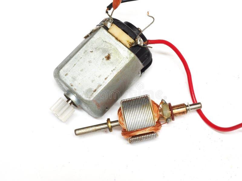 Kleiner Elektromotor lokalisiert auf weißem Hintergrund stockfotografie
