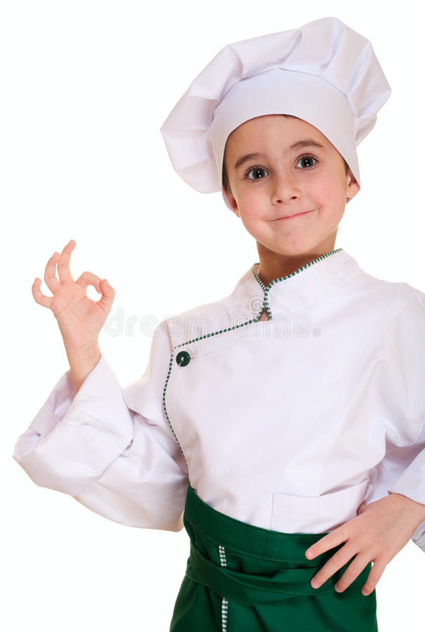 Kleiner Junge in der Chefuniform mit O.K. lizenzfreies stockfoto