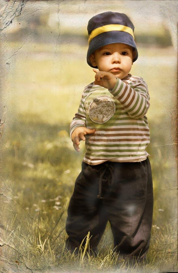 Kleiner Junge in der Retro- Art stockfotos