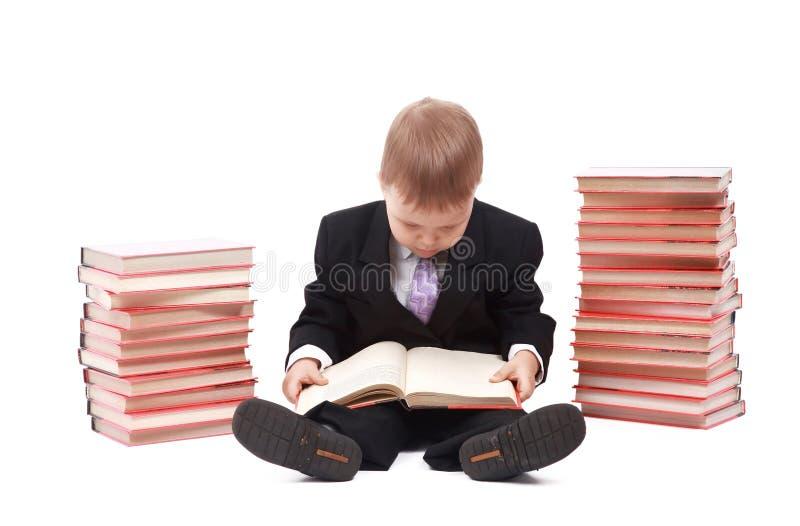 Kleiner Junge getrennt auf einem weißen Hintergrund lizenzfreies stockbild