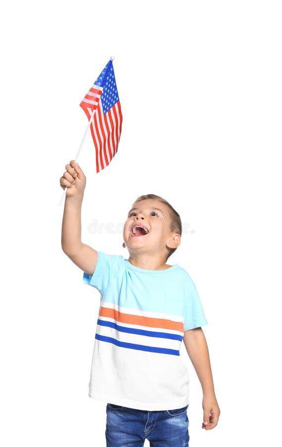Kleiner Junge mit amerikanischer Flagge stockfotografie