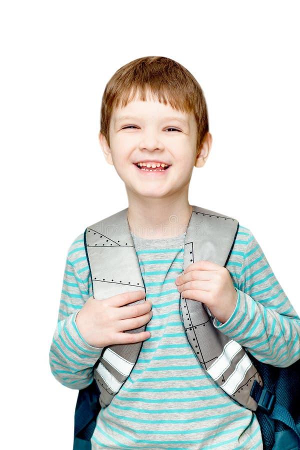 Kleiner Junge mit der Tasche lokalisiert auf weißem Hintergrund. lizenzfreie stockbilder