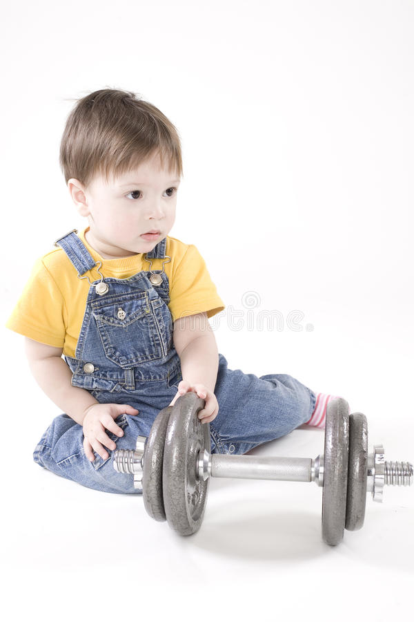 Kleiner Junge mit Dumbbell stockbild