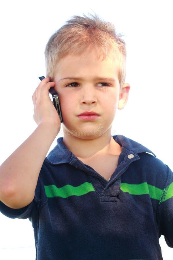 Kleiner Junge am Telefon stockbilder