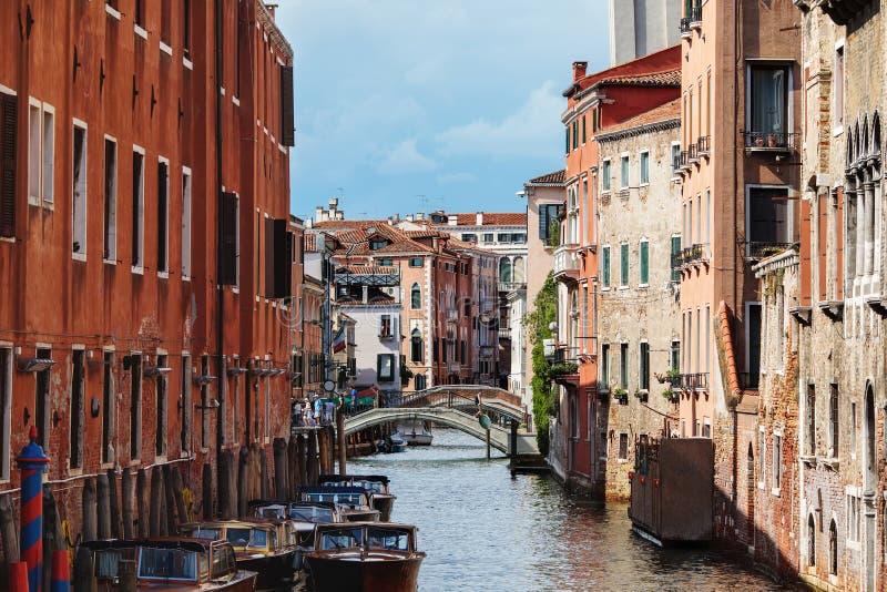Kleiner Kanal in Venedig, Italien stockbilder
