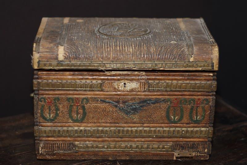 Kleiner Kasten der alten Weinlese stockfotografie