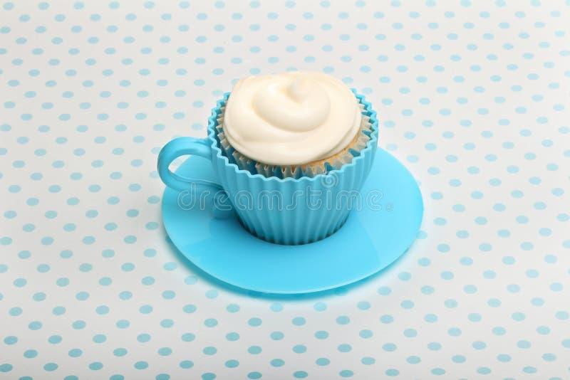 Kleiner Kuchen mit Buttercreme lizenzfreies stockbild